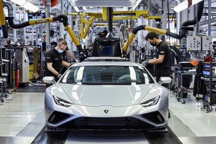 Lamborghini: al via un programma per l'alternanza generazionale dei dipendenti